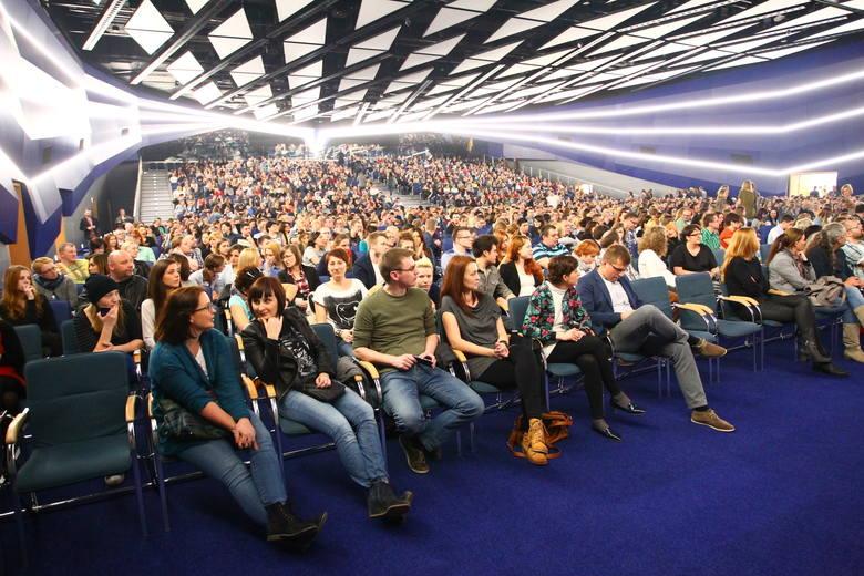 Sala Ziemi, znajdująca się na terenie MTP jest jedną z  najnowocześniejszych sal widowiskowych w Polsce