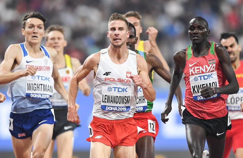 Marcin Lewandowski z Zawiszy Bydgoszcz wygrał półfinałowy bieg na 1500 m podczas mistrzostw świata w lekkiej atletyce w Doha. Polak tradycyjnie rozpoczął