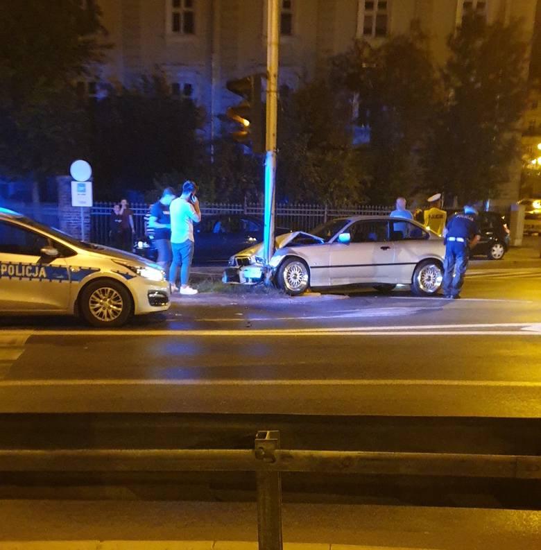 Do zdarzenia doszło we wtorek po godz. 22 na zjeździe z mostu im. Orląt Przemyskich w kierunku ul. Jagiellońskiej w Przemyślu. - Kierowca BMW, mieszkaniec