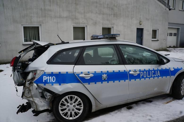Wypadek w Zabełkowie. W tył radiowozu wjechał ford