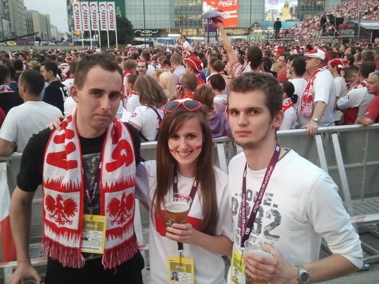Martin Huć (na zdjęciu pierwszy z lewej) to mieszkaniec Borek Małych, był praktykant w nto. Martin Huć jest nie tylko zapalonym kibicem, ale i dziennikarzem