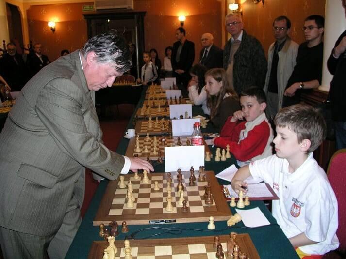 Podczas symultany w Olkuszu z Anatolijem Karpowem w 2008 roku