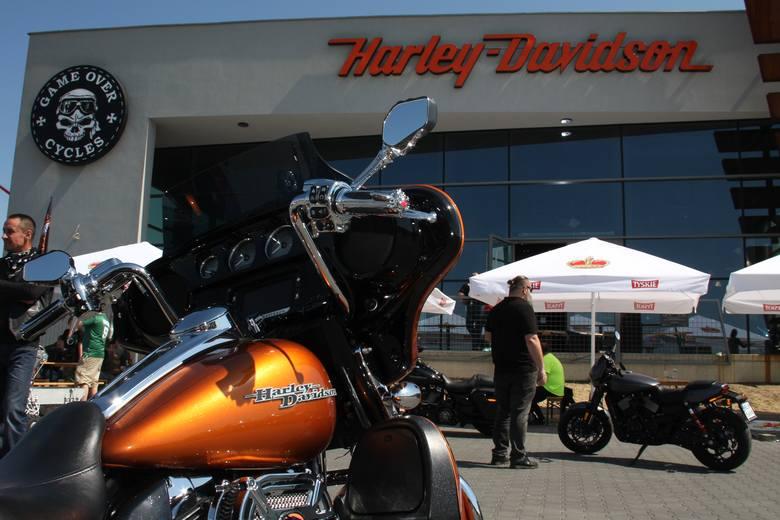 Dziś oficjalnie otwarto sezon w Harley-Davidson Rzeszów. Przygotowano wiele atrakcji, nie  tylko dla motocyklistów. Na miejscu jest amerykański grill,