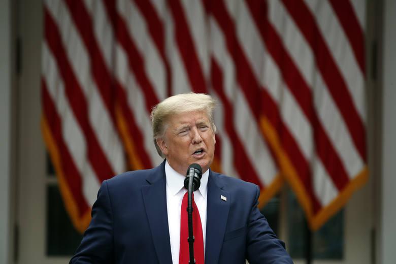 Donald Trump ogłosił, że Stany Zjednoczone zrywają relacje z WHO. Stwierdził, że Chiny mają całkowitą kontrolę nad organizacją