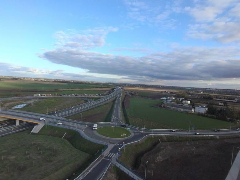 """Pod koniec października oddano kierowcom do użytku kolejny odcinek obwodnicy Inowrocławia. Inwestycję realizowano w ramach systemu """"Projektuj i buduj"""","""