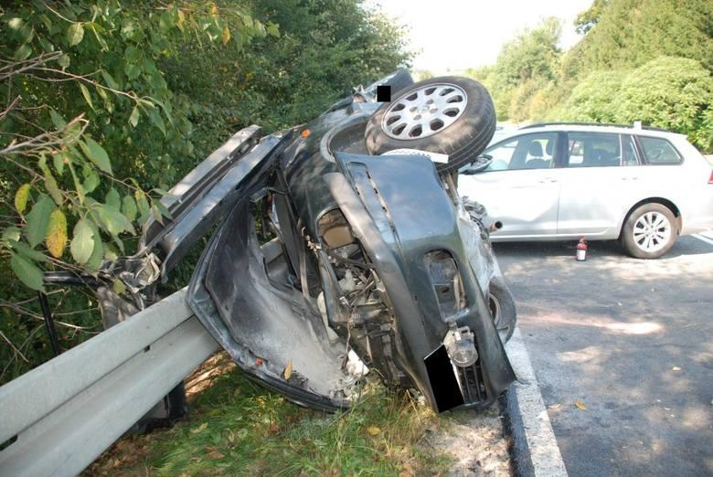Do tragicznego wypadku doszło przed godz. 12 w Wielopolu Skrzyńskim. Zderzyły się dwie osobówki. Jedna osoba nie żyje, sześć zostało rannych. Z informacji,