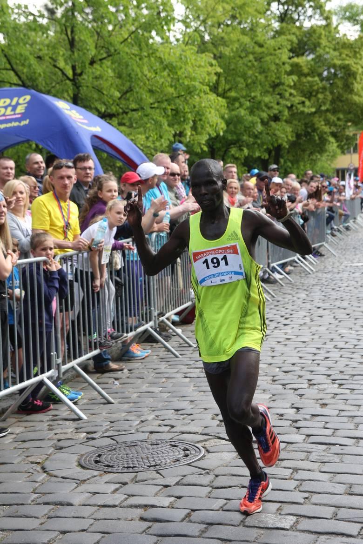 Zwycięzca maratonu Moses Kipruto Kibire.