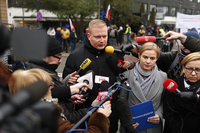 Posłowie PO i Nowoczesnej protestują przeciwko ograniczaniu prawa wstępu dla dziennikarzy do sejmu