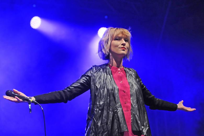 Mela Koteluk na festiwalu w 2015 roku
