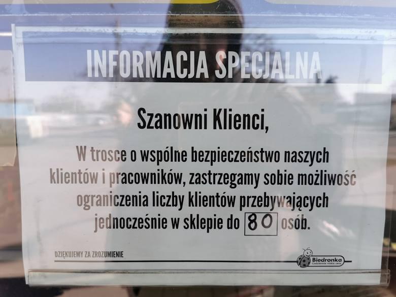 Klienci Biedronki z Włocławka informują: Wpuszczają po 80 osób, jest ciasno!