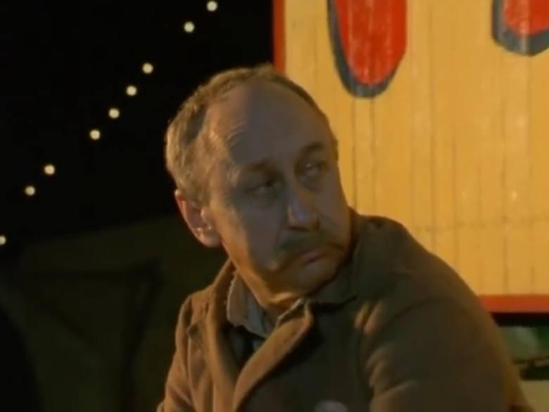 """Odcinek piętnasty """"Skok śmierci"""". Tadeusz Wojtych jako """"Wujcio"""", pracownik cyrku. Aktor Teatru Polskiego w Poznaniu (1963-1975)."""