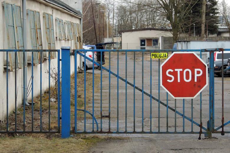 Na ulicy Topolowej w Toruniu znajduje się policyjny parking, gdzie trafiają samochody będące dowodami w rożnych prowadzonych postępowaniach.Polecamy:Ile