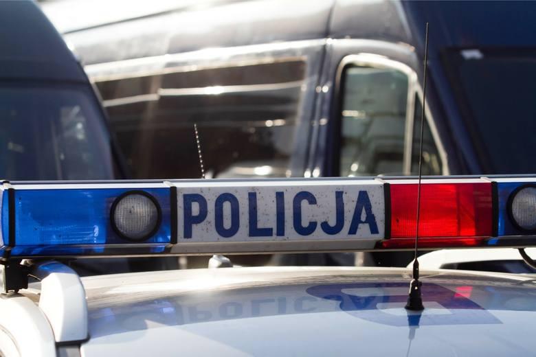 Jeleniogórscy policjanci zatrzymali szesnastolatka, który podejrzewany jest o zniszczenie elewacji budynku Urzędu Miejskiego w Kowarach przy ul. 1 M