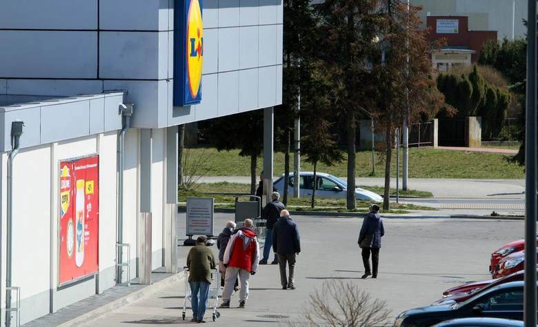 Aktualna cena BIO chleba żytniego w Lidlu wynosi 6,19 zł (VAT 23% proc.), po obniżce podatku VAT do 5% proc., od lipca wyniesie 5,07 zł.