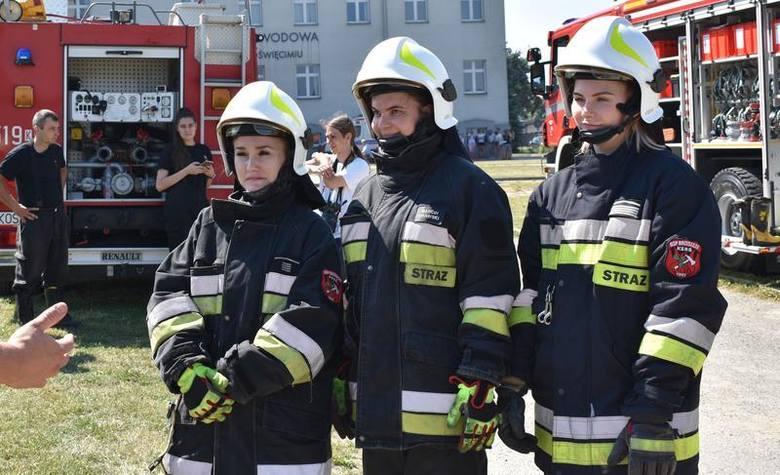 Studentki pielęgniarstwa miały m.in. namiastkę działań w pełnych strażackich ubraniach bojowych, na dodatek w temperaturze prawie 35 stopni Celsjusz