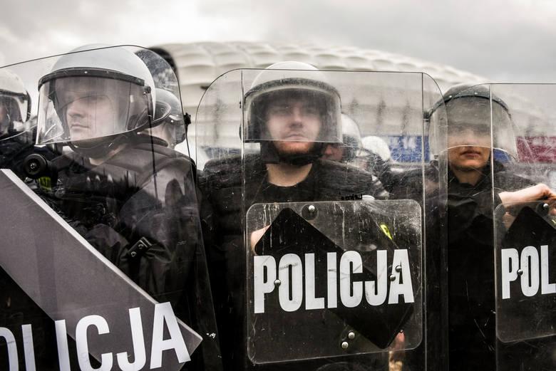 Uposażenia policjantów są uzależnione od grupy zaszeregowania, podobnie jak dodatki służbowy i za stopień (oba są składnikami stałymi pensji). Uwaga!