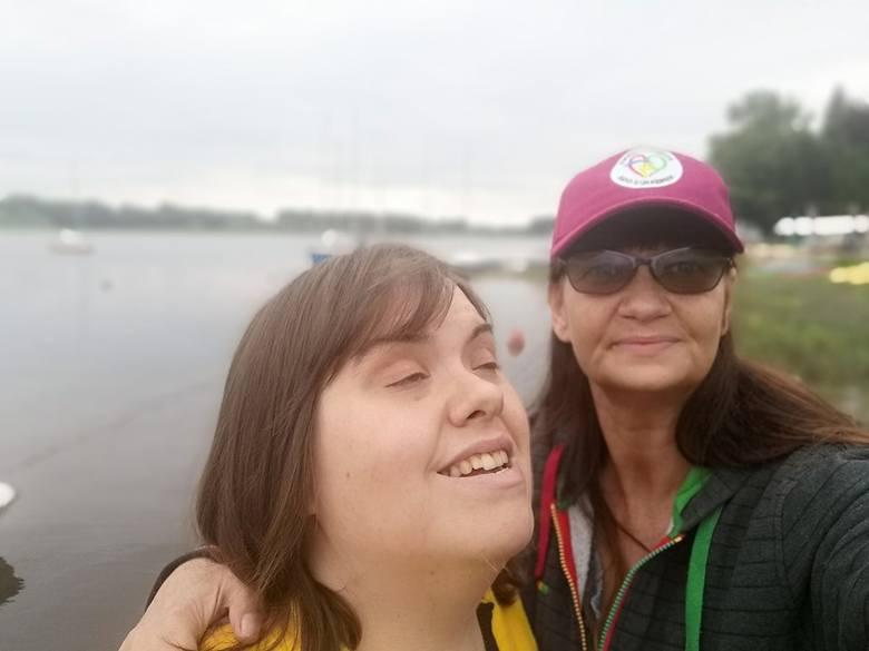 Aleksandra Chromik z 32-letnią córką Patrycją, upośledzoną umysłowo w stopniu znacznym.