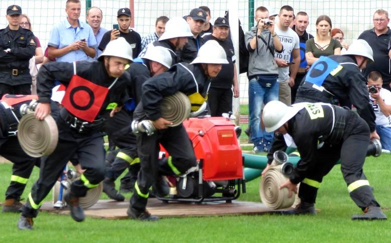 Ponad 200 strażaków z regionu świętokrzyskiego stanęło na starcie Wojewódzkich Zawodów Sportowo-Pożarniczych, jakie w niedzielę rozegrano w Stopnicy.