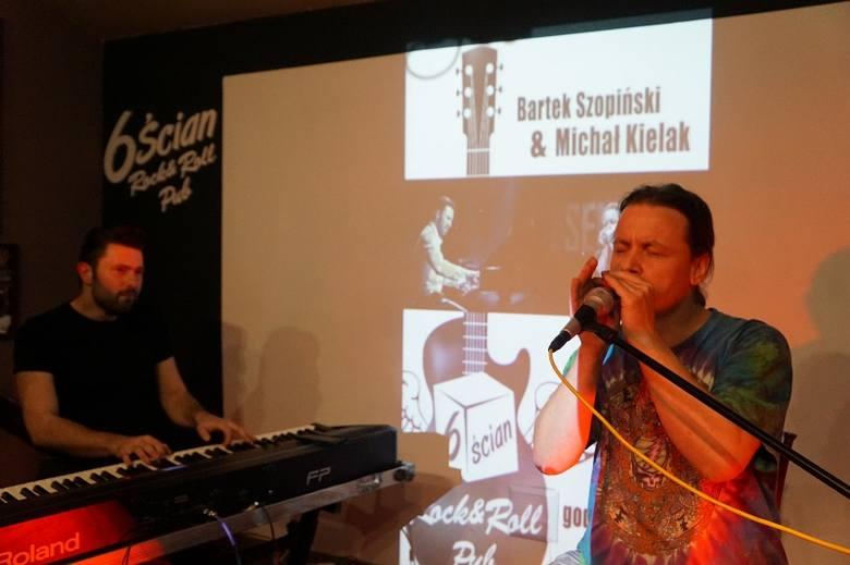 Pub 6-ścian. MIchał Kielak i Bartek Szopiński zagrali boogie i bluesa (zdjęcia, wideo)