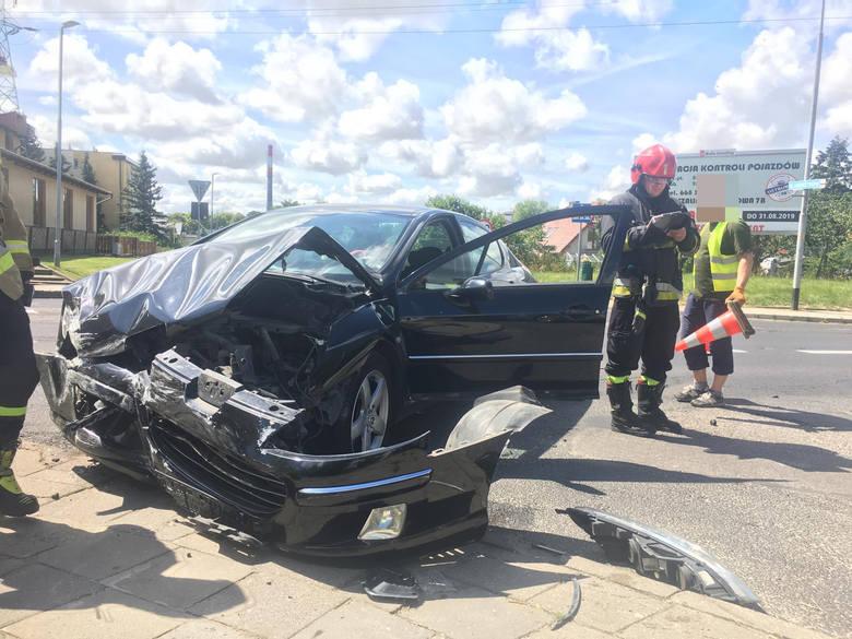 Do zdarzenia doszło około godziny 14 na ulicy Franciszkańskiej i Energetyków w Koszalinie. Według wstępnych informacji to kierowca passata uderzył w