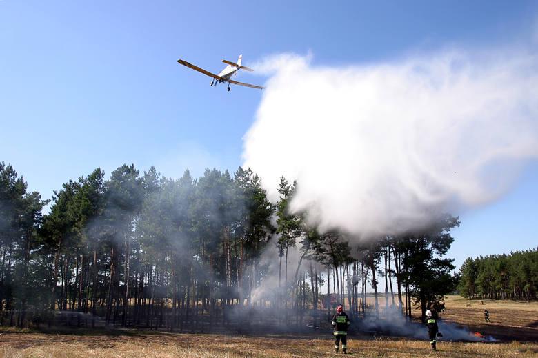 W przypadku takiej wielkości pożarów zrzucenie wodnej bomby, czyli opróżnienie zbiornika z 2,5 tys. litrów wody, zazwyczaj kończy akcję gaśniczą