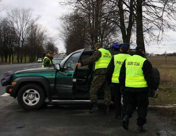 Policjanci, celnicy i pogranicznicy sprawdzili dokładnie 60 samochodów