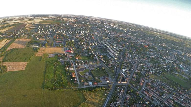 Zobaczcie piękne zdjęcia, jakie Robert Osiński zrobił wczoraj latając motoparalotnią nad Aeroklubem Kujawskim w Inowrocławiu.