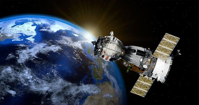 W dobie satelitów, zdjęć satelitarnych i wszechobecnej technologii trudno jest coś ukryć. Tym bardziej, jeśli jest to ogromna baza woskowa, elektrownia