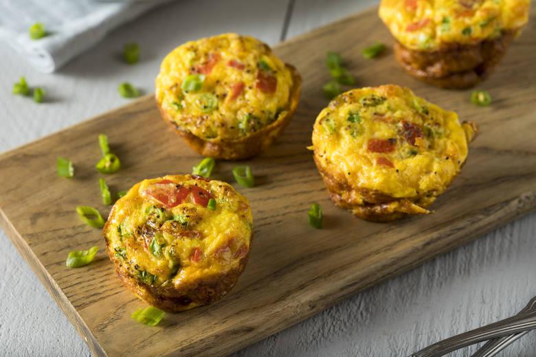 Jajka to produkt śniadaniowy numer jeden. Oprócz najwyższej jakości białka zapewnia zdrowe tłuszcze, dzięki czemu uwzględnienie go w śniadaniu zapewnia