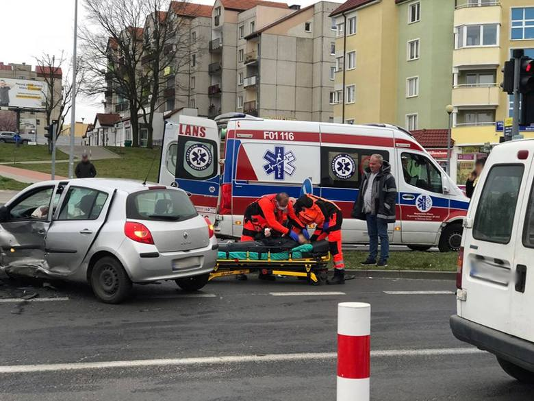 Do poważnego wypadku doszło w piątek, 20 marca, na skrzyżowaniu al. Wojska Polskiego oraz ulic Wyszyńskiego i Zacisze w Zielonej Górze.Zderzyły się chevrolet