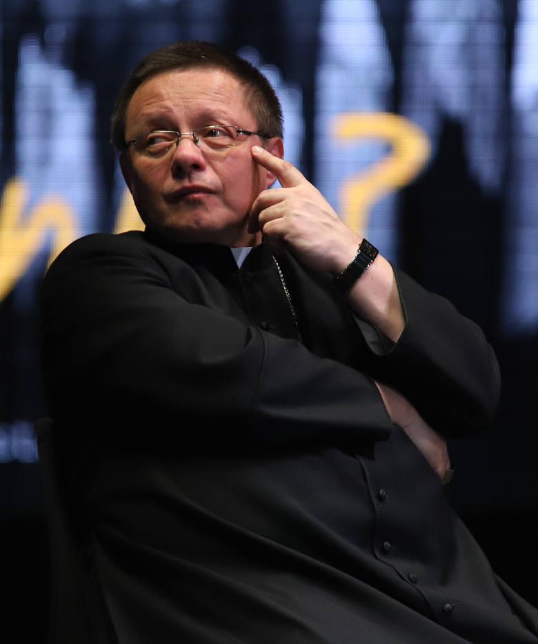 Arcybiskup Grzegorz Ryś, rabin Michael Schudrich, działaczka Janina Ochojska debatowali z młodzieżą o inności
