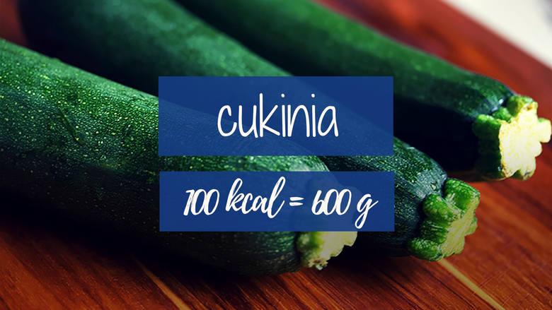 Bez wyrzutów sumienia możemy zajadać się potrawami z cukinii. 100 kcal dostarcza aż 600 g tego warzywa.