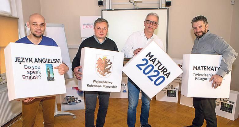 Ekipa techniczna, odpowiedzialna za realizację lekcji w Kujawsko-Pomorskiej Szkole Internetowej.Od lewej: Łukasz Ernestowicz, Leszek Sienkiewicz, Maciej