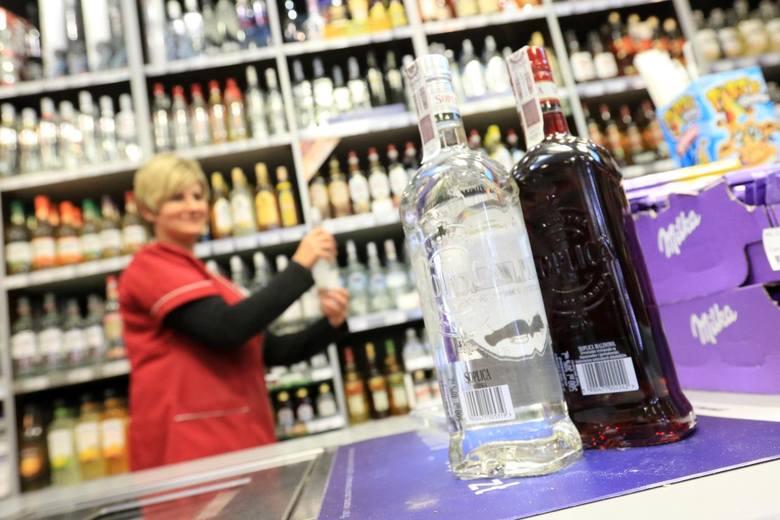 Wódka w Łodzi trzyma się mocno. Mieszkańcy zdecydowali, że nocna prohibicja to nie w Łodzi [FELIETON SŁAWOMIRA SOWY]