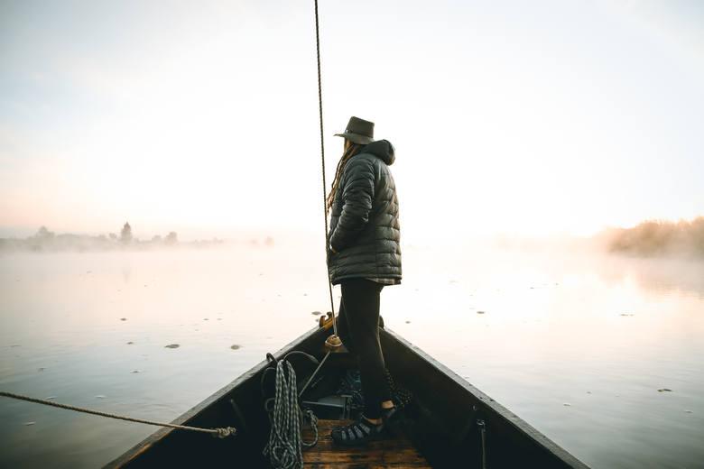 Mateusz Waligóra to wytrwany podróżnik. W tym roku miał wędrować przez australijskie pustynie. Ale świat stanął do góry nogami, a on wyruszył w podróż wzdłuż Wisły. I wrócił z niej zakochany w Polsce