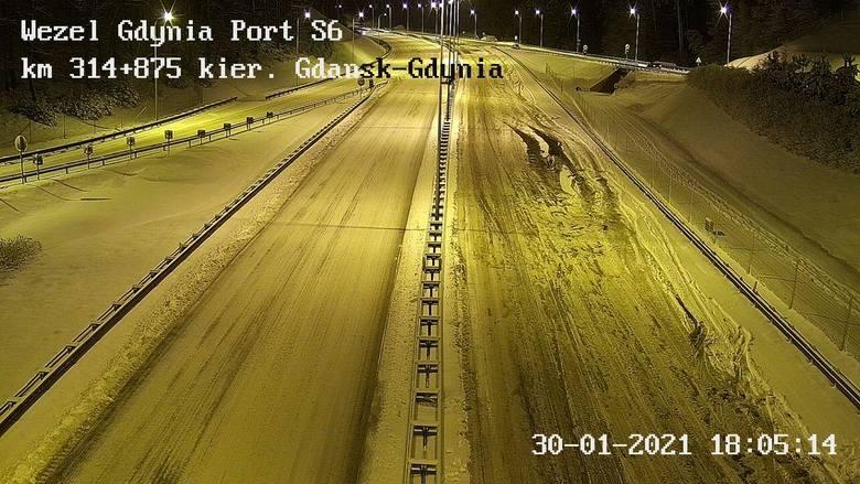 Trudne warunki na drogach Pomorza w sobotę, 30.01.2021 r.