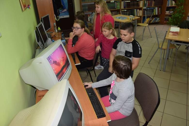 Dzieciaki w gminie Radziejówq mogą wybierać -  ferie w ośrodku kultury w Czołowie, albo w bibliotece w Płowcach.Przez gminę w powiecie radziejowskim