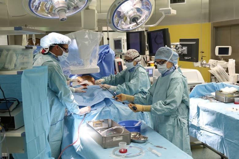 Poprosiliśmy jeden ze szpitali znajdujących się w Polsce o podanie zarobków pracowników. Szpital przesłał nam średnie zarobki następujących pracowników