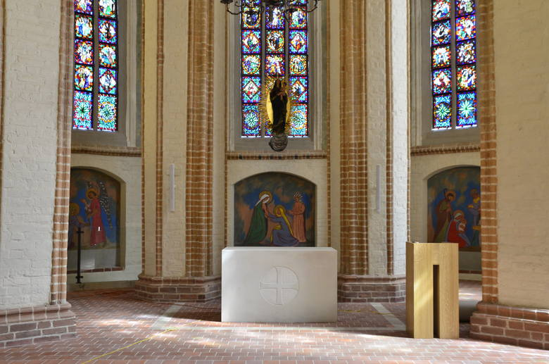 Kościół pw. Najświętszej Marii Panny in Summo jest najstarszym zabytkiem na Ostrowie Tumskim w Poznaniu.