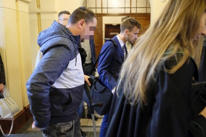 """Twardy kurs prokuratury i sądu wobec patostreamera Daniela """"Magicala"""". Trzy procesy karne członków rodziny z ul. Urzędniczej"""