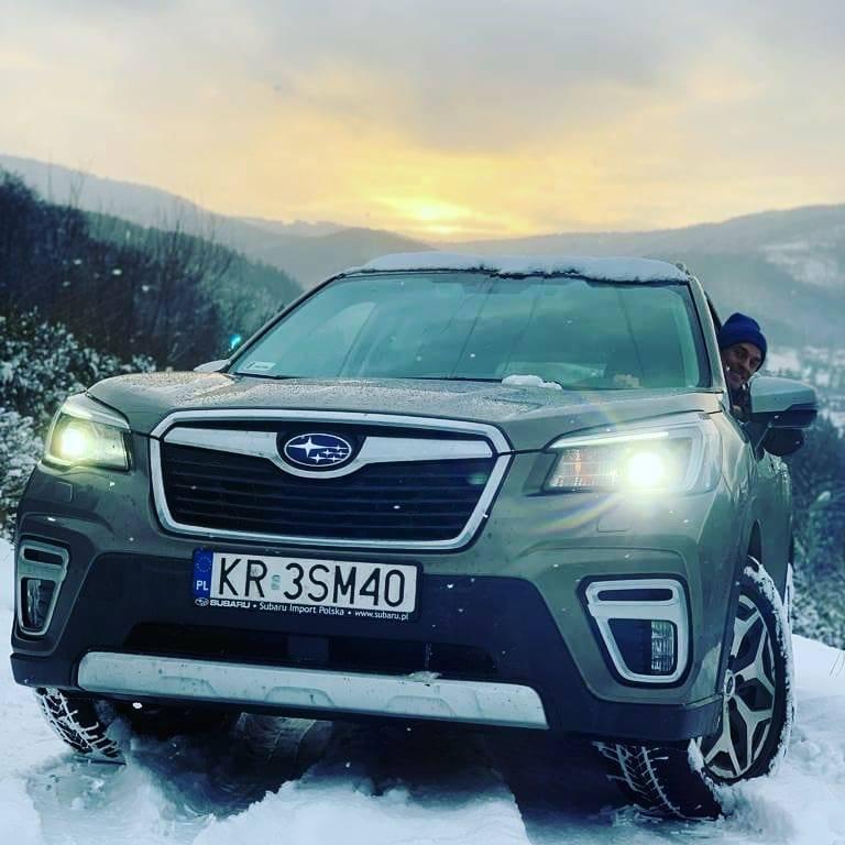 Piotr Żyła jest wierny marce Subaru. Skoczek na instagramie zaprezentował ostatnio swój park maszyn. W garażu trzyma dwa modele japońskiej marki: terenowego