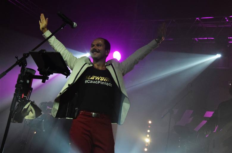 W hali widowiskowo-sportowej w Inowrocławiu wystąpił Sławomir. Wraz z Kajrą i swoim zespołem zaśpiewał swe największe hity. Koncert zorganizowany został