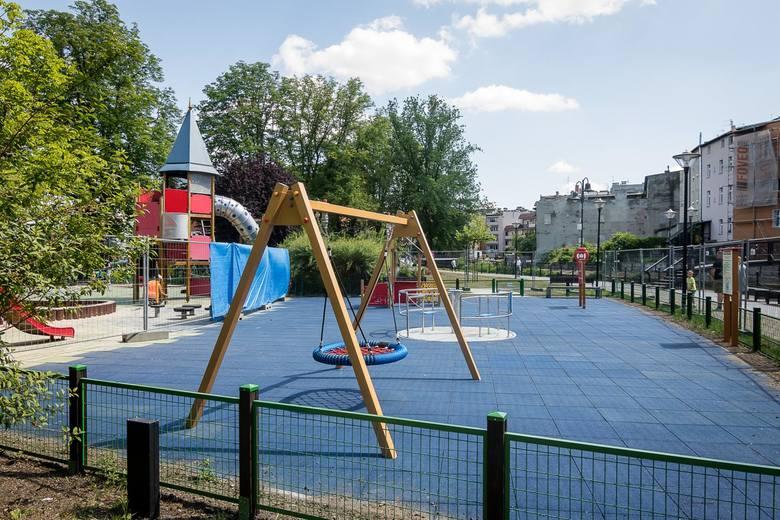 Integracyjny plac zabaw na Wyspie Młyńskiej w Bydgoszczy jest już prawie gotowyNa Wyspie Młyńskiej, tuż obok istniejącego placu zabaw dla dzieci, została