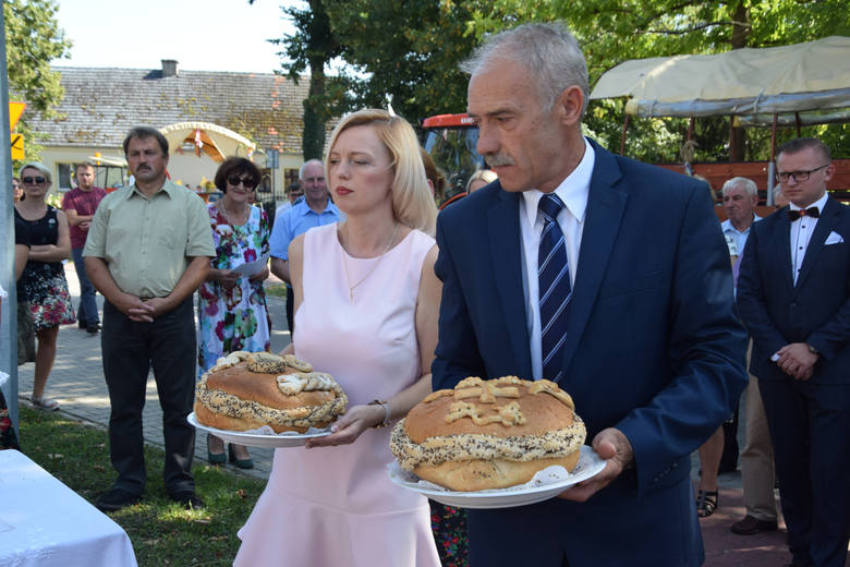 W sobotę, 24 sierpnia, społeczność Jemiołowa gremialnie uczestniczyła w tradycyjnych obchodach rolniczego święta. Tegoroczne dożynki przebiegały, jak