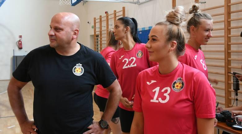Szczypiornistki Korony Handball Kielce w poniedziałek rozpoczęły przygotowania do sezonu - na razie nie wiadomo, czy w zawodowej ekstraklasie, czy w