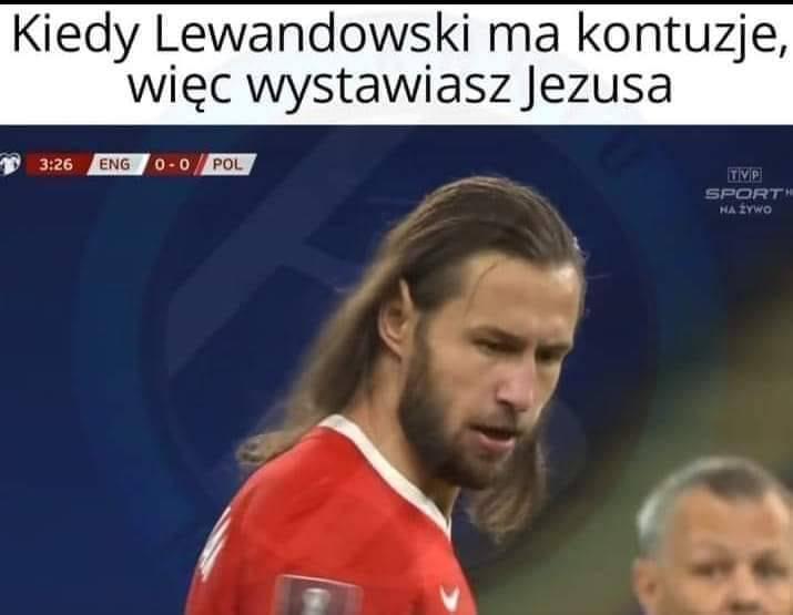 Chwilę po rozpoczęciu meczu z Anglią (1:2) Grzegorz Krychowiak zgubił gdzieś swoją gumkę do włosów. Przez kilka minut biegał z tego powodu w rozpuszczonych