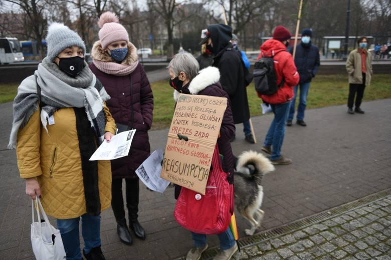 Od końca października 2020 roku w Polsce trwają protesty antyrządowe. W Toruniu demonstracje odbywają się przeważnie raz w tygodniu, za każdym razem