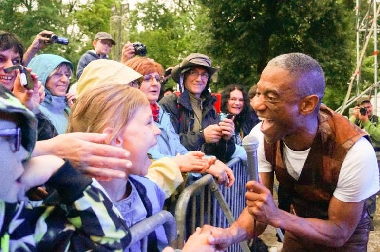 Earl Thomas na swoim koncercie potrafił poruszyć każdego widza. Do Suwałk na festiwal przyjeżdżają całe, wielopokoleniowe rodziny, które świetnie bawią