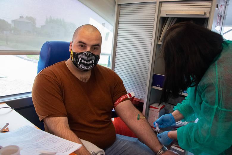 """Prawie 20 litrów krwi udało się zebrać 17 maja podczas IV akcji """"Majowa Kropla Życia"""" w Baranowie Sandomierskim. Cennym darem podzieliły"""