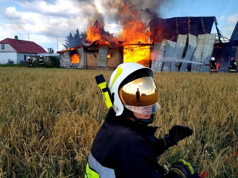 Pierwsze działania polegały na zabezpieczeniu sąsiednich, przyległych budynków przed rozprzestrzeniającym się ogniem.